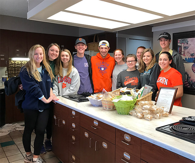 group of clemson students volunteering